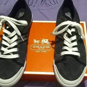 Shoe coach brand new size 9m